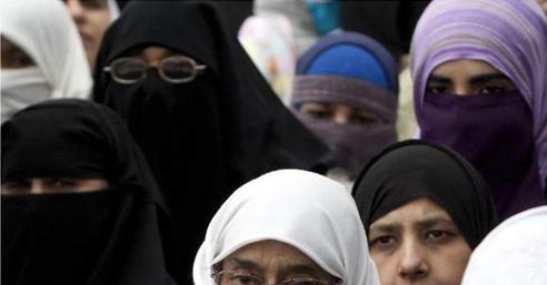 Protesti-Muslimanki-Zena-Djece
